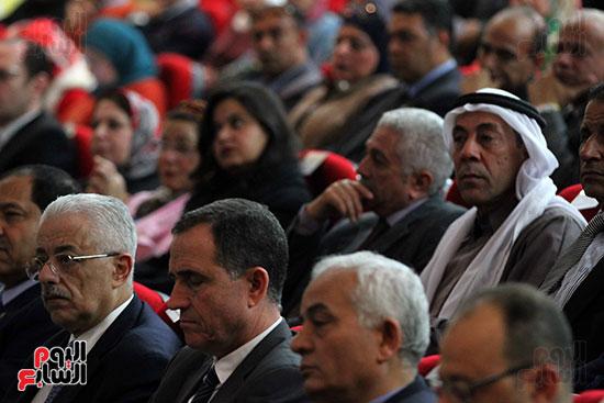 صور تكريم أسر الشهداء والمصابين بحادث الروضة الإرهابي (20)