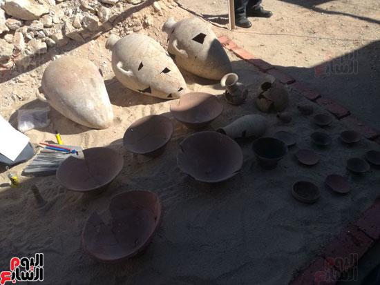 صور مقتنيات مقابر دراع أبوالنجا (4)