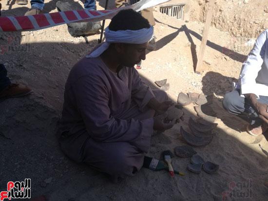 صور مقتنيات مقابر دراع أبوالنجا (8)