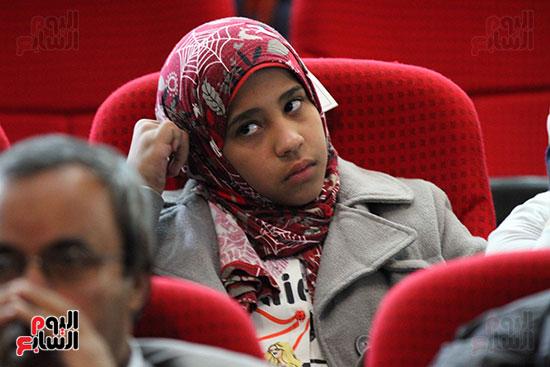 صور تكريم أسر الشهداء والمصابين بحادث الروضة الإرهابي (12)