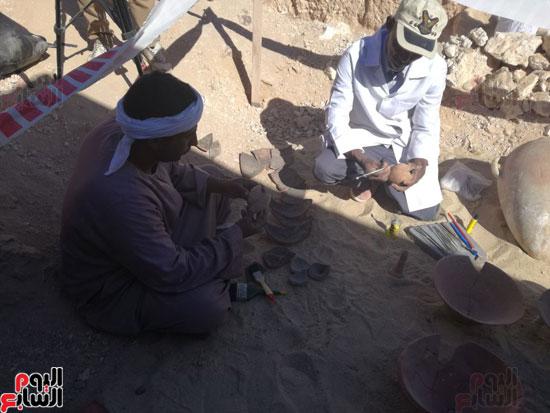 صور مقتنيات مقابر دراع أبوالنجا (7)
