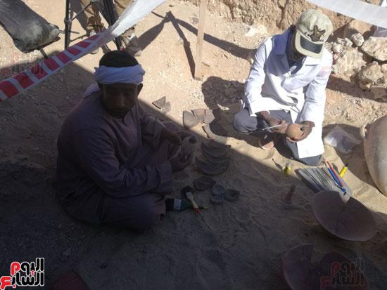 صور مقتنيات مقابر دراع أبوالنجا (1)