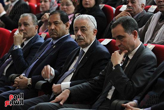 صور تكريم أسر الشهداء والمصابين بحادث الروضة الإرهابي (6)