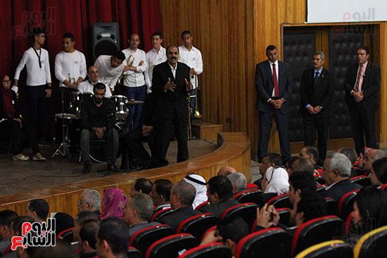 صور تكريم أسر الشهداء والمصابين بحادث الروضة الإرهابي (23)