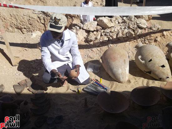 صور مقتنيات مقابر دراع أبوالنجا (3)