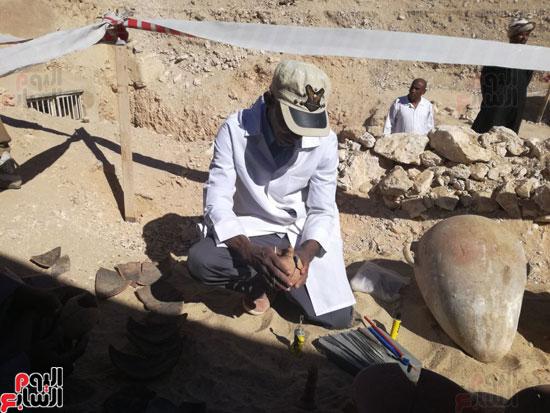 صور مقتنيات مقابر دراع أبوالنجا (6)