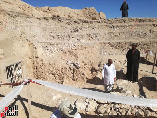 صور مقتنيات مقابر دراع أبوالنجا (5)