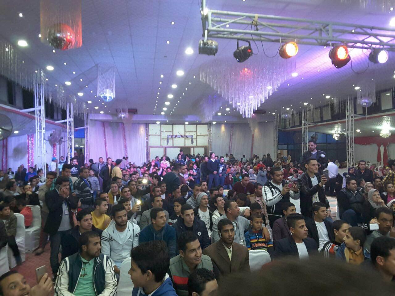 جمهور البحيرة يتابع حفل الفنان هسام عباس