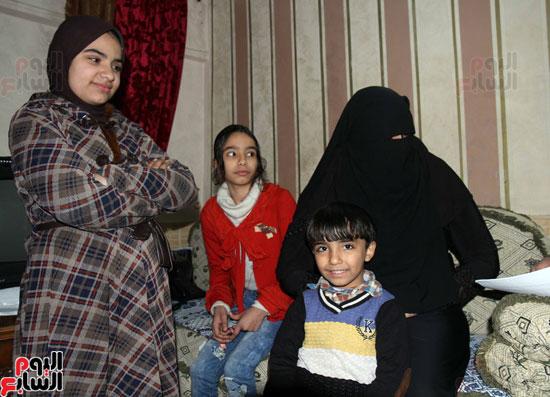 أسرة الشهيد عمرو عزت
