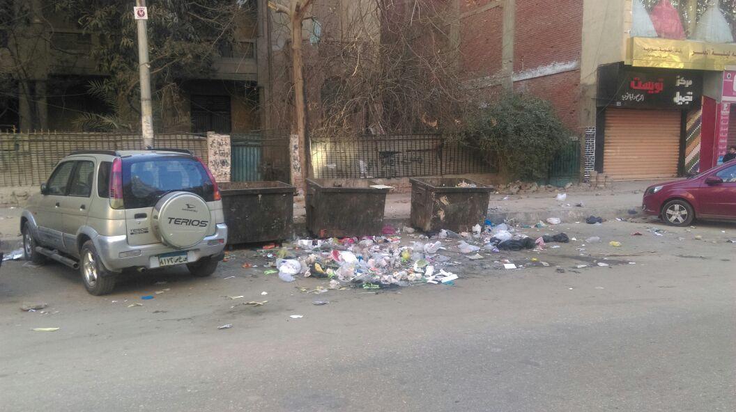 القمامة خارج الصناديق