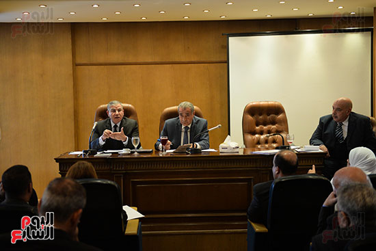 جانب من اللجنة الاقتصادية بحضور وزير التموين