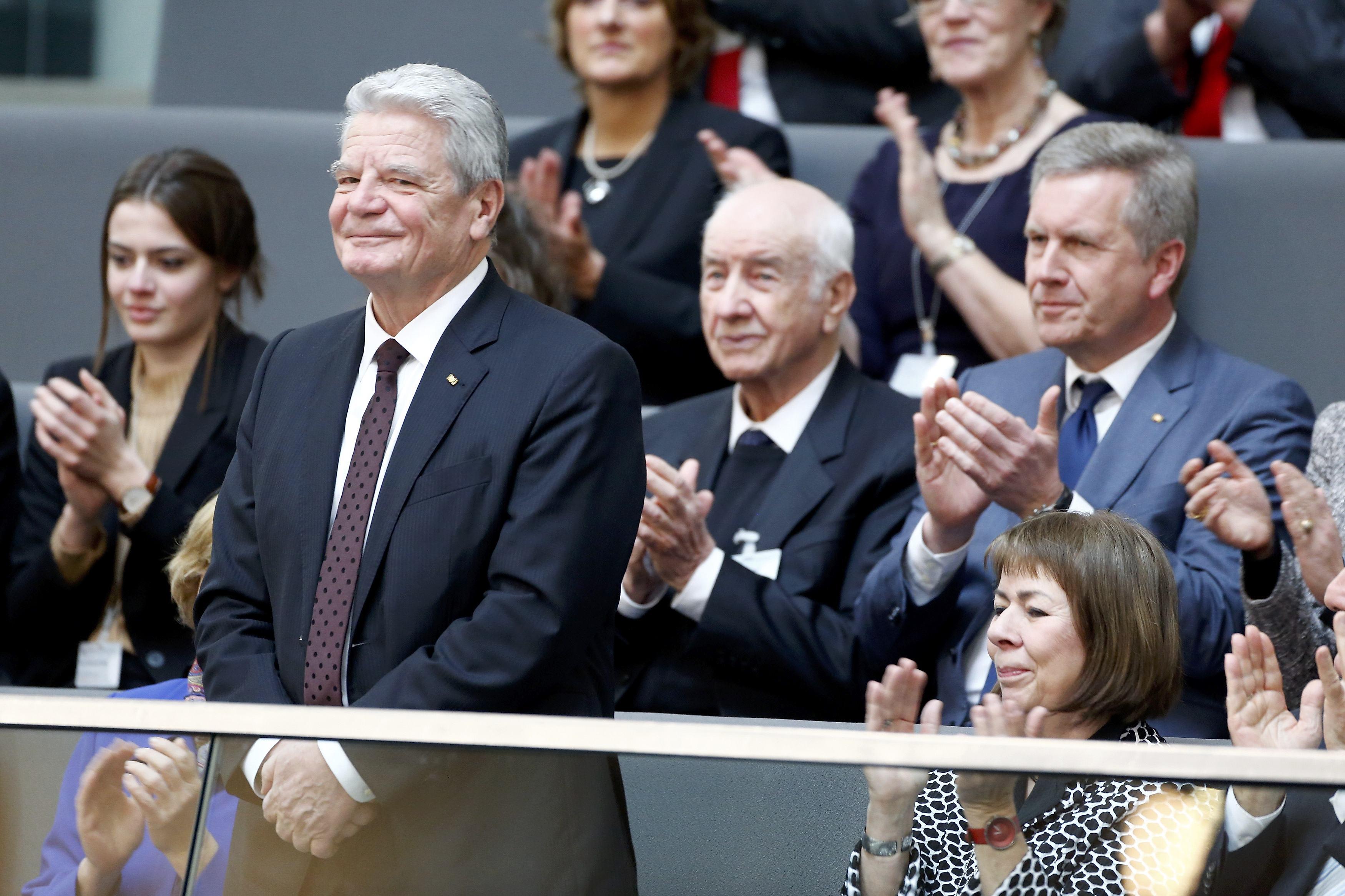 الرئيس الألماني يواخيم جاوك المنتهية ولايته يحضر التصويت