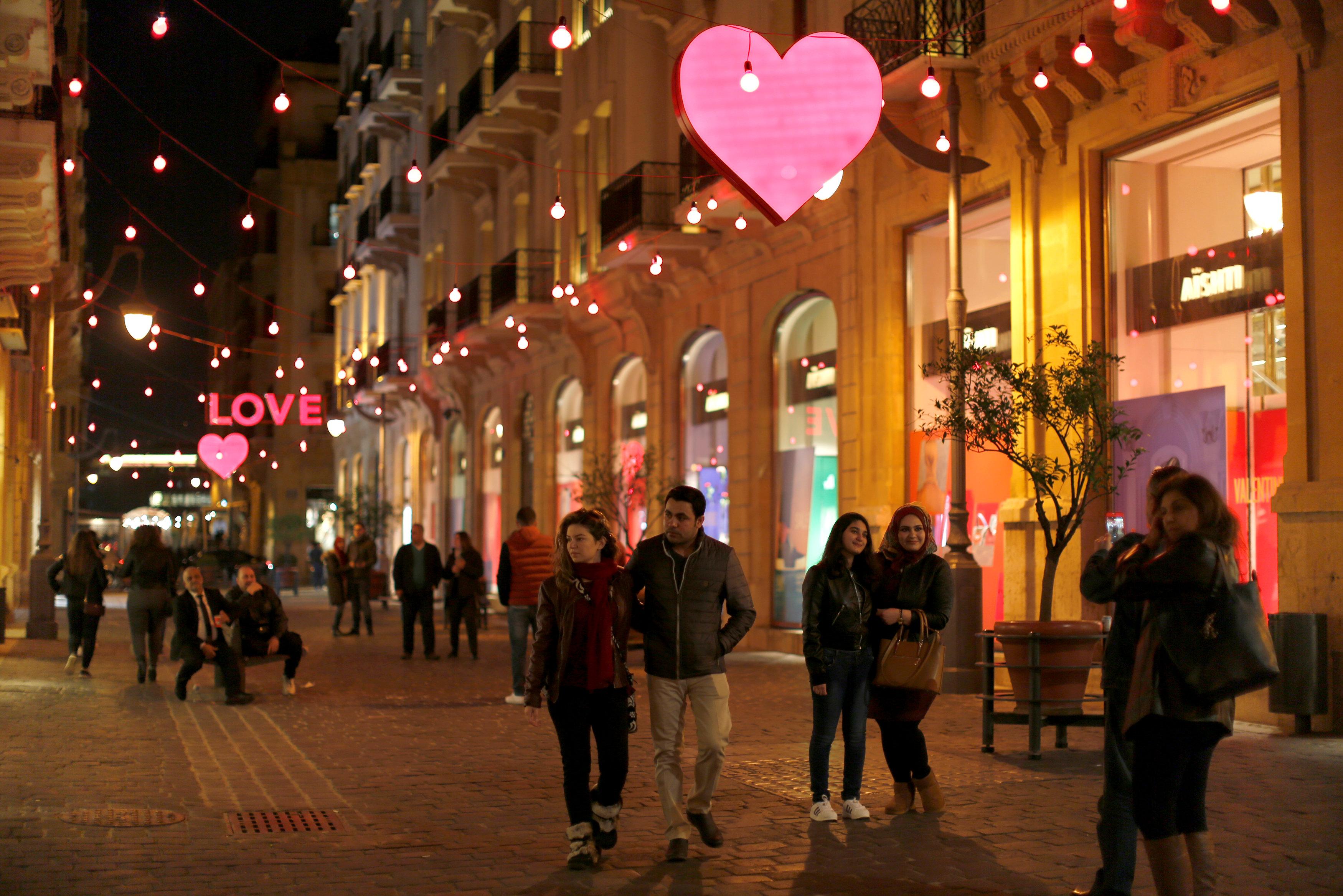 احتفالات الشباب بعيد الحب فى لبنان