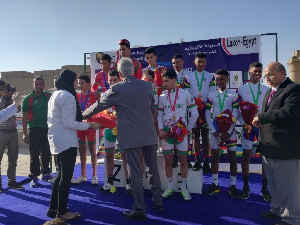 تقديم الميداليات والجوائز لأبطال سباقات الناشئين بالأقصر