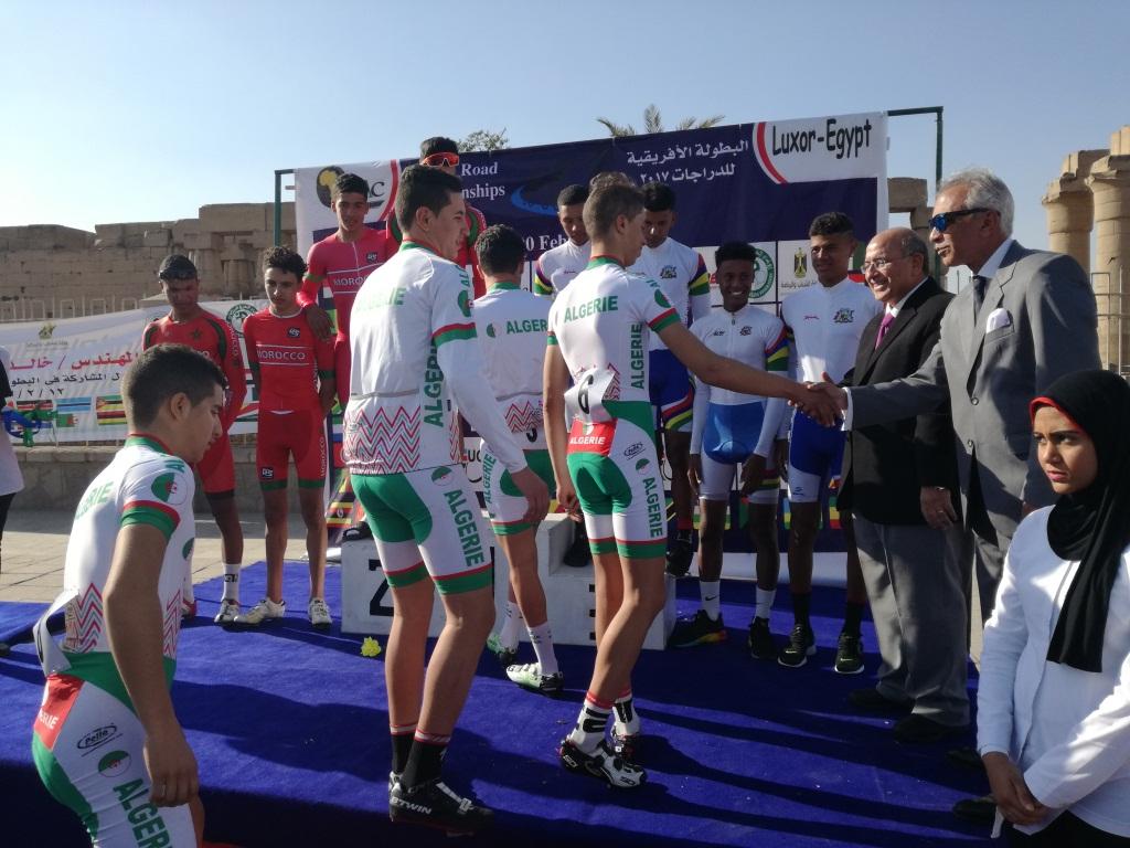 جانب من تكريم أبطال فريق الجزائر خلال البطولة بالاقصر