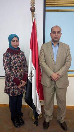 أمل الصعيدي والدكتور حسام الجديلي مدير المدرسة