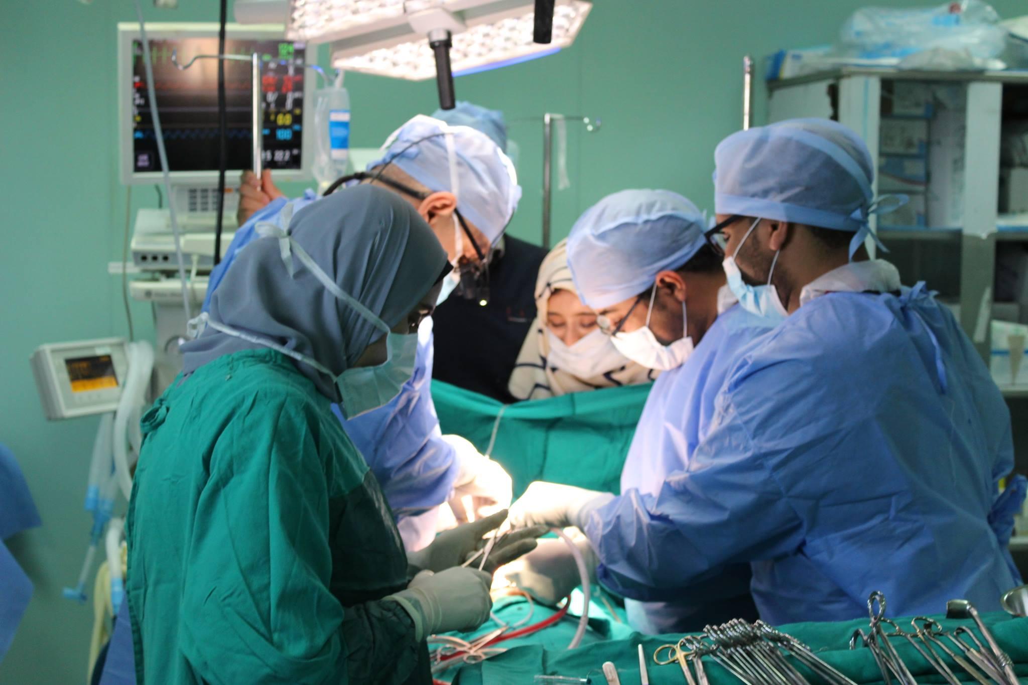 إجراء 5 عمليات قلب مفتوح للأطفال بورشة عمل في مستشفى قنا الجامعي