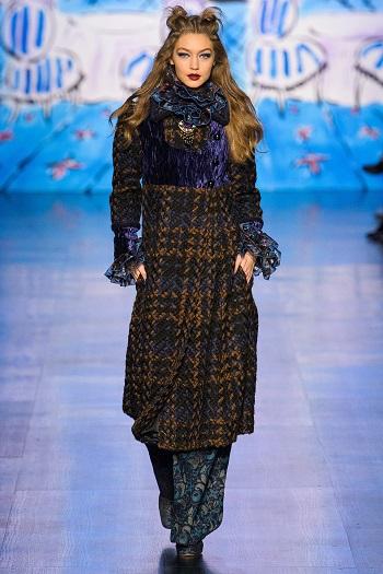 4680f15fe بالصور.. بيلا وجى جى وكيندال على منصة عرض أزياء Anna Sui فى نيويورك ...