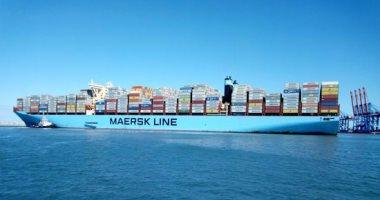 السفينة أثناء دخولها ميناء شرق التفريعة