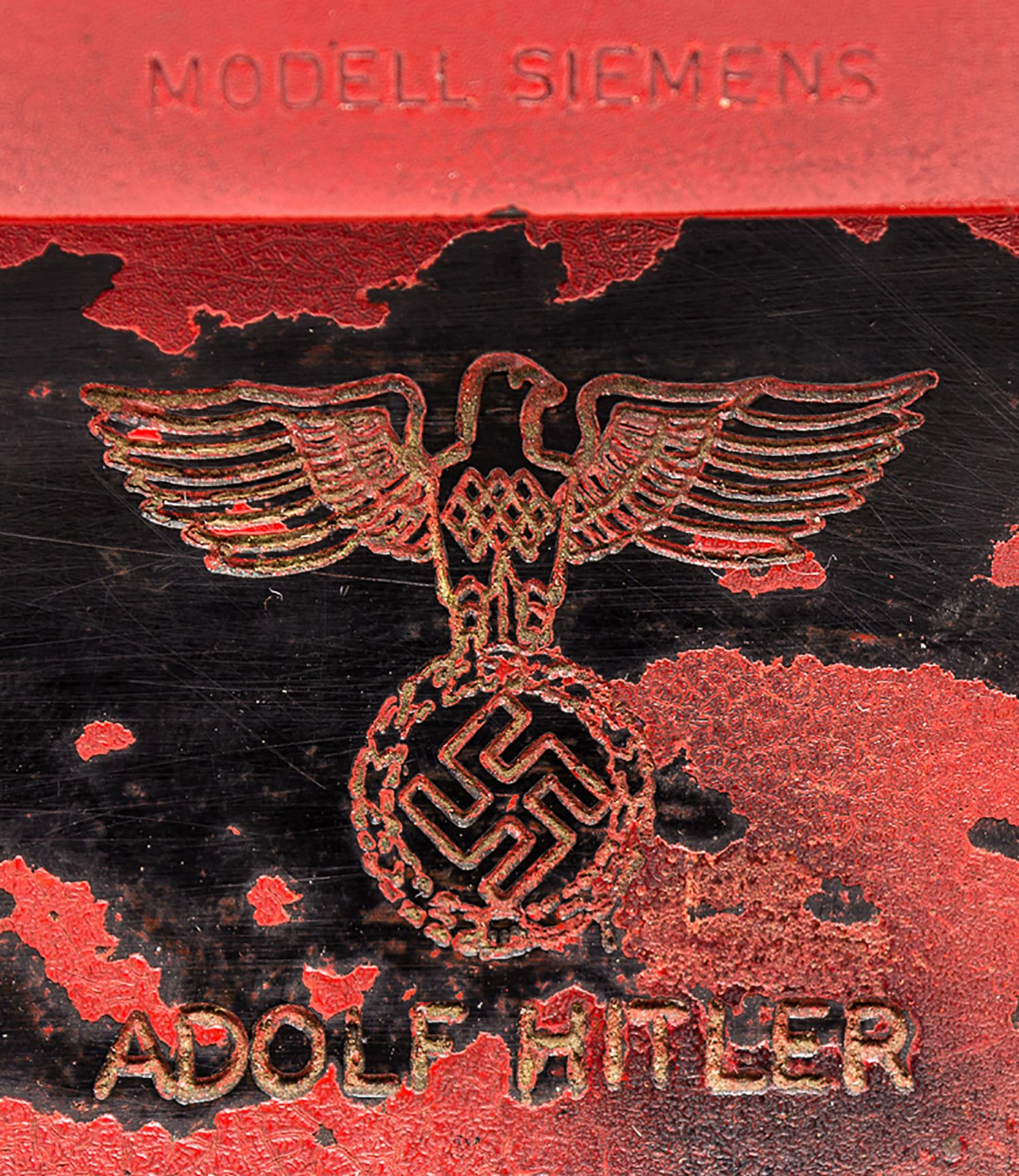 525184 %D9%87%D8%A7%D8%AA%D9%81 %D9%87%D9%8A%D8%AA%D9%84%D8%B1  (2) - Venden un arma letal: el teléfono de Hitler por 243.000 dólares