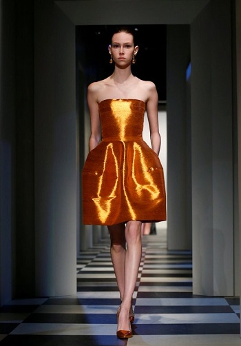 فستان من مجموعة مونسى