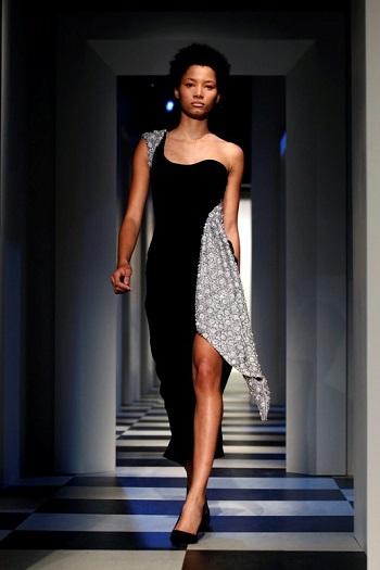 فستان أسود ورمادى من مجموعة مونسى