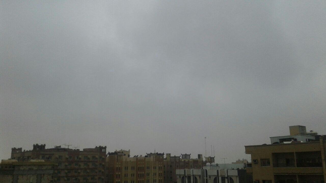السحب تكسو السماء