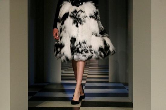 فستان فخم من مجموعة أوسكار دى لارينتا