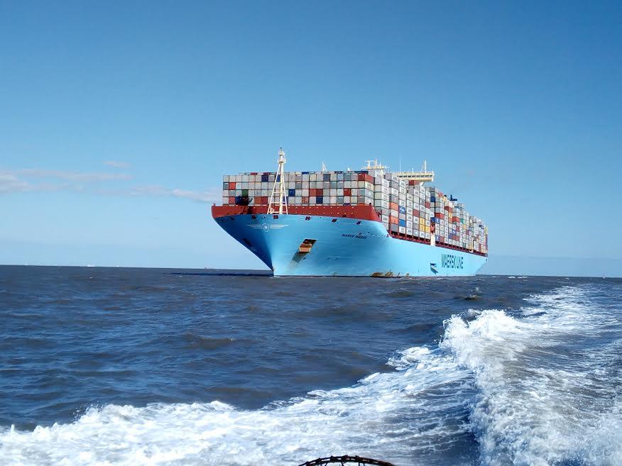 3- السفينة محملة داخل الميناء