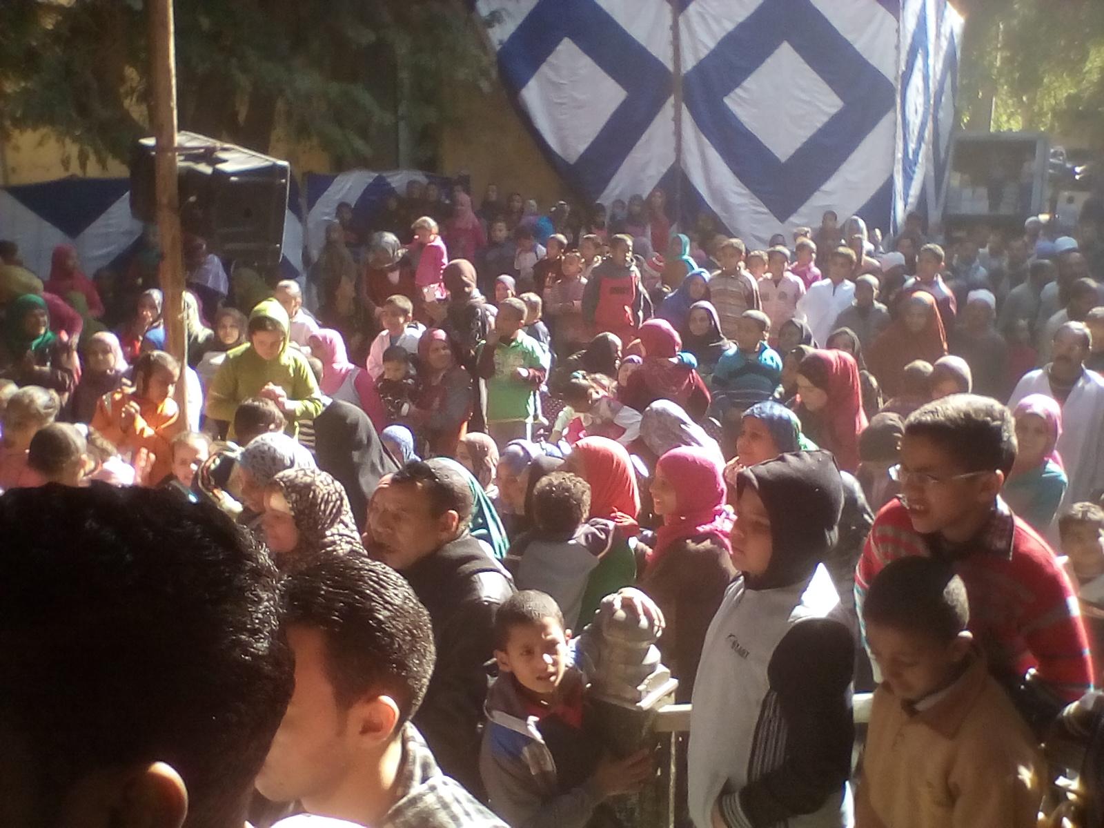 قرية الاسماعيلية بالمنيا  تستقبل صاحبة مبادرة أولادها سندها بالطبل البلدي والرقص الفلاحي (3)