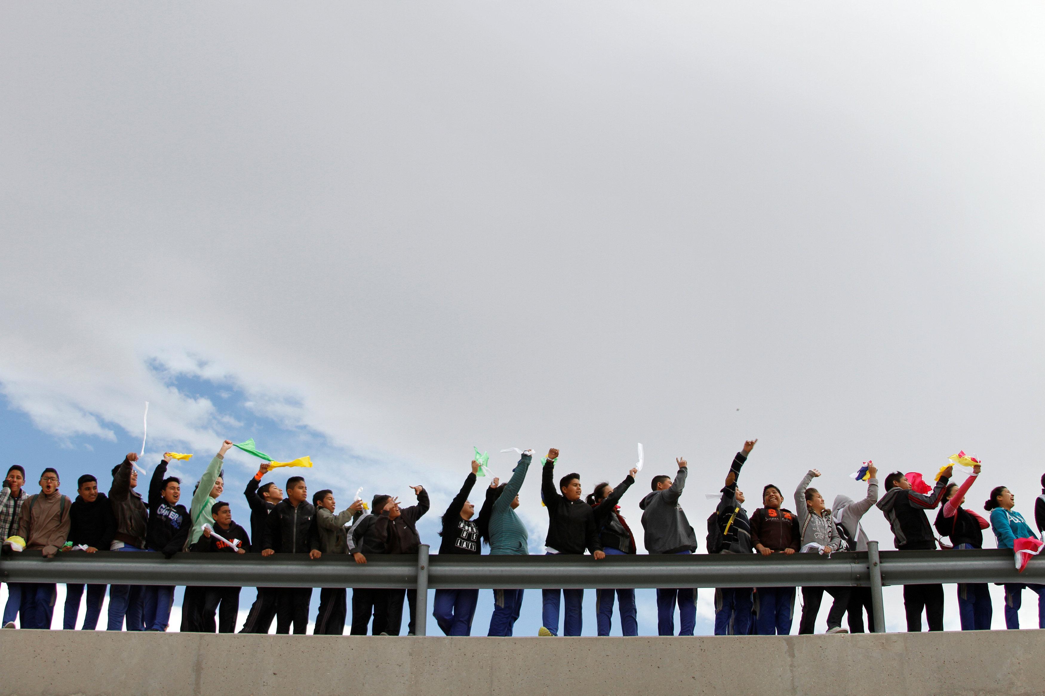 مكسيكيون يتظاهرون ضد ترامب