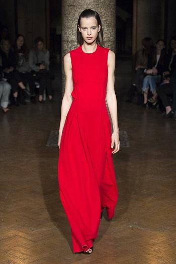 فستان بتصميم بسيط