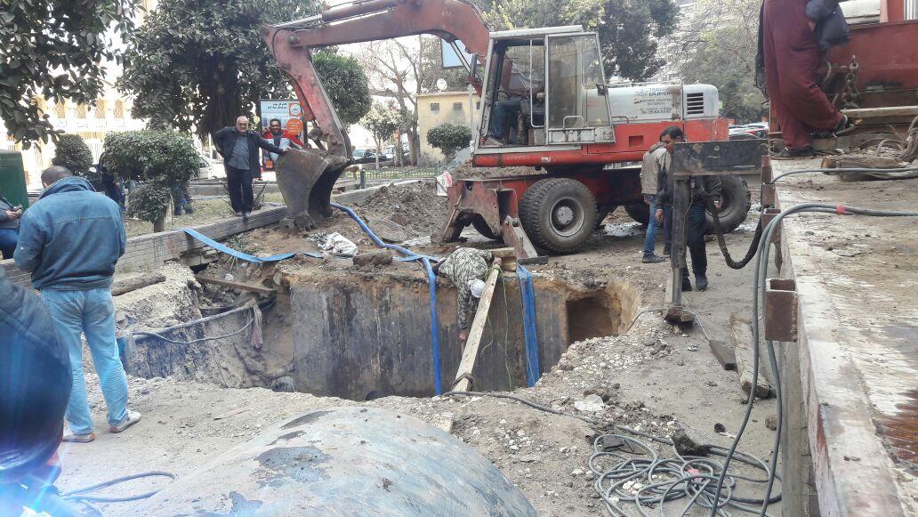 استمرار أعمال تحويل المرافق وقطع المياه بالجيزة