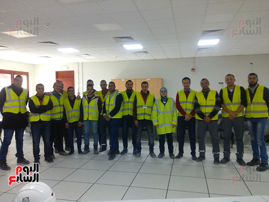 9--مهندسو-التشغيل-بالمحطة-بينهم-المهندسة-الوحيدة-في-مصر