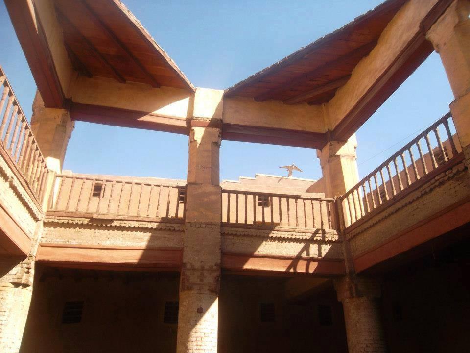 غرف وحوانيت الوكالة مازالت راسخة منذ مئات السنين