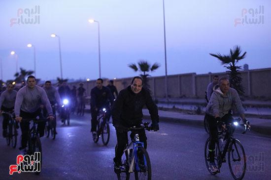 الرئيس يتقدم ماراثون دراجات طلاب الشرطة
