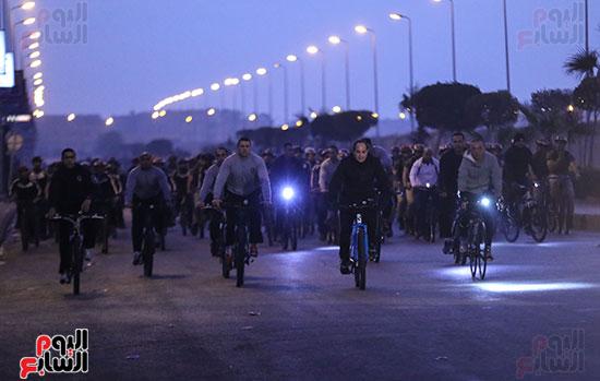 الرئيس السيسى يقود ماراثون للدراجات
