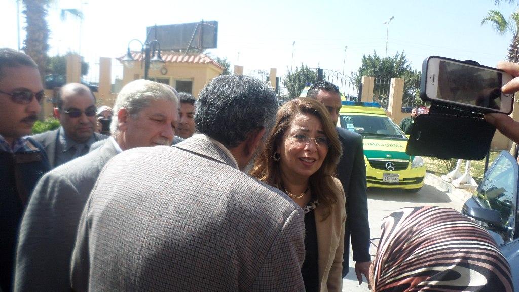 وزير التضامن تصل الاسماعيلية وتلتقى الاسر المسيحية (5)
