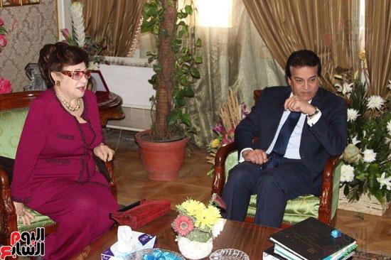 نوال الدجوى ووزير التعليم العالى والطالبة نانسى كارم توفيق