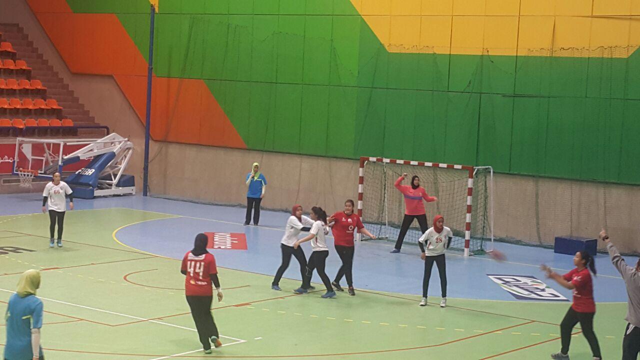 مباراة الأهلي والزمالك  للناشئات  لكرة اليد مواليد 2000 (2)