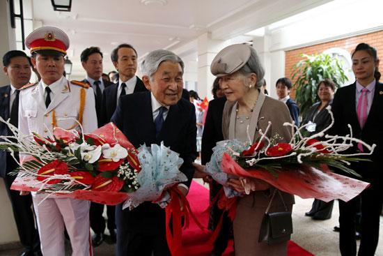 وصول-الأمبراطور-اليابانى-وزوجته-إلة-فيتنام