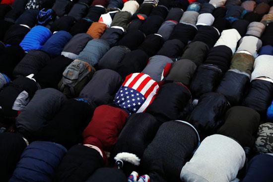 مسلمون فى أمريكا يتحدون ترامب بالصلاة فى نيويورك