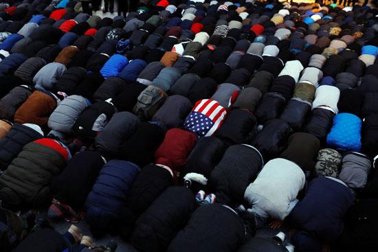مسلمون يصلون فى نيويورك