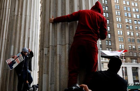 جانب من الاحتجاجات فى  حى بروكلين بنيويورك