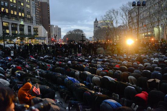 جانب من صلاة المسلمون فى أمريكا