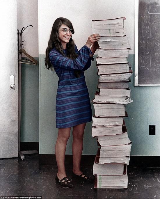 مارجريت هاميلتون  مهندسة البرمجيات والرياضيات بناسا عام 1969