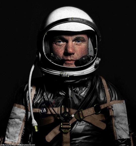 رائد الفضاء جون جلين  عام 1962 خلال مشروع الزئبق