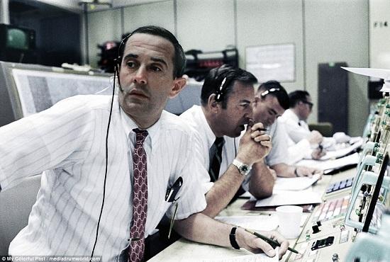 شارلز ديوك الذى أصبح صبح صوت مراقبة البعثة أبولو 11