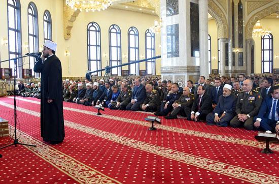 السيسى يصل مسجد المشير طنطاوى لأداء صلاة الجمعة (1)