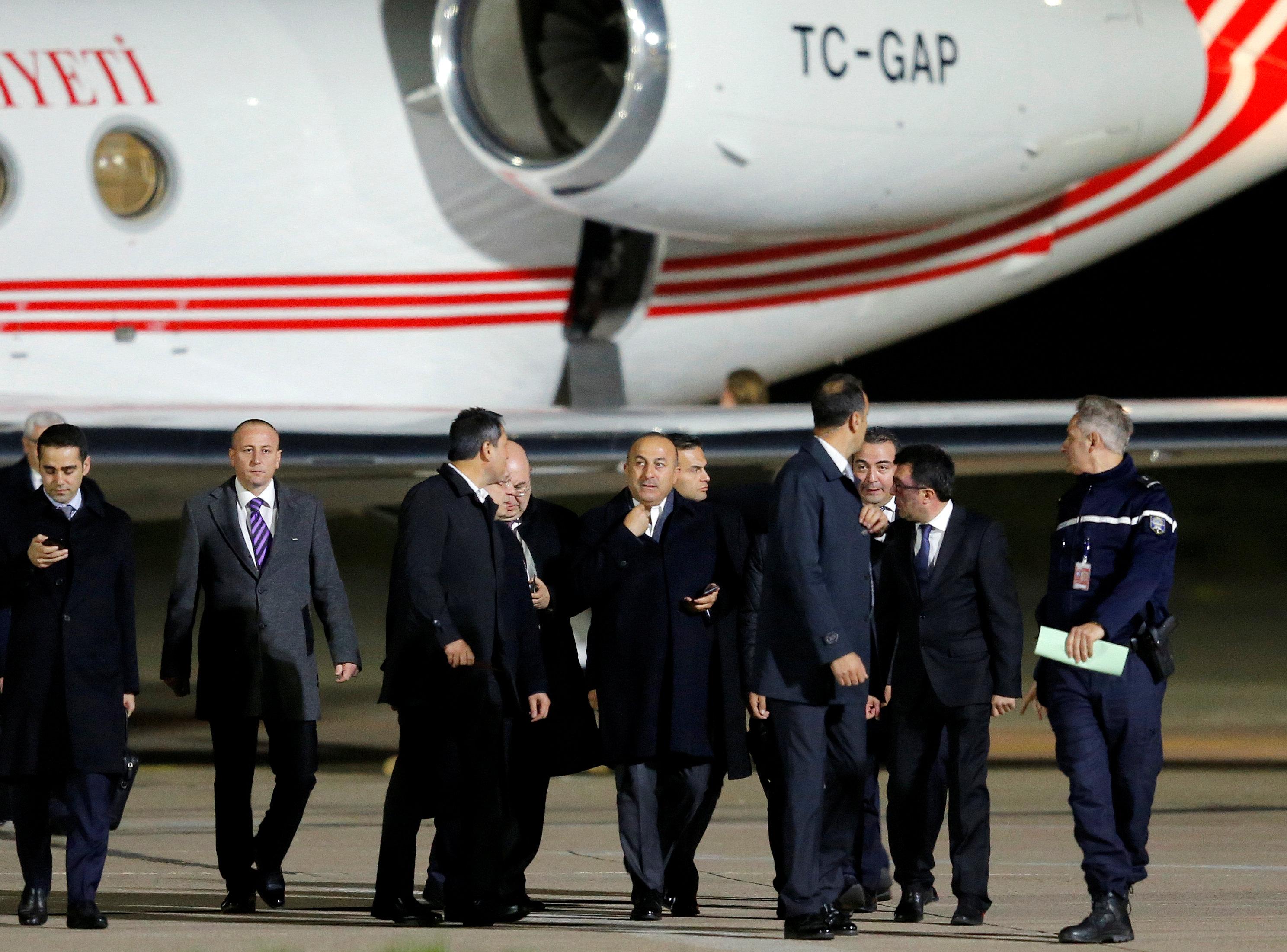 وزير الخارجية التركى يصاحبه وفد فرنسى